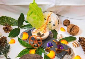 Émulsion de saucisse aux choux, aux amandes, chanterelles et lard sec du pays