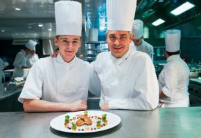Shaun Rollier, apprenti au restaurant de l'Hôtel de Ville Benoît Violier, à Crissier. DR