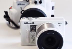 NIKON 1 AW 1 • Il résiste à l'eau, aux chocs et au gel! Le tout-terrain des appareils photo est sur le marché. Digne des meilleurs aventuriers.