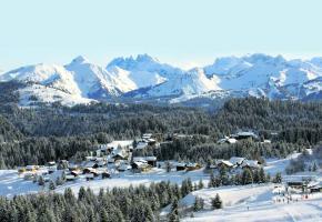 Le village de Praz de Lys, dans son magnifique décor alpin.