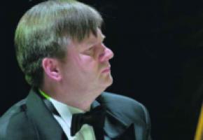 Un célèbre organiste de la Philharmonie de la Baltique en Pologne