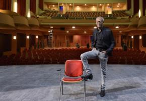 Michaël Drieberg dans la Salle Métropole. KEYSTONE/LAURENT GILLIERON