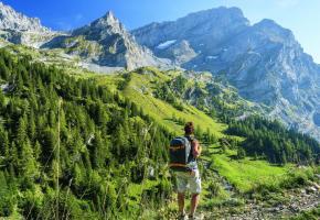 Sans grande difficulté technique, le Tour des Muverans traverse des paysages aussi magnifiques que sauvages. RACHETER