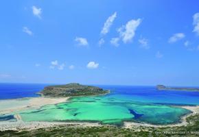 La splendide baie de Balos, l'un des plus beaux lagons de Crète. GNTO/Y. SKOULAS Le centre historique de Corfou abrite un labyrinthe de ruelles étroites. GNTO/M. MITZITHROPOULOS Ruelle fleurie à Rethymnon. GNTO/Y. SKOULAS La forteresse vénitienne de Koules garde l'entrée du port d'Héraklion. GNTO/Y