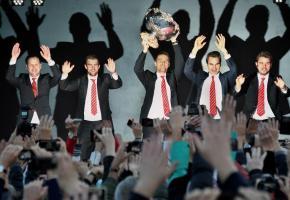 L'équipe suisse accueillie par une foule en liesse, lundi 24 novembre, à Ouchy (VD). VALDEMAR VERISSIMO