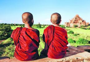 Des paysages magiques où le temps semble s'être arrêté. Le peuple birman s'avère très ouvert et  accueillant. Le féerie de Bagan tient beaucoup à ses coupoles dorées. Les rives du Lac Inle.
