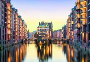 A Hambourg, laissez-vous enchanter par l'atmosphère unique de la Speicherstadt. ICTOCK Le site d'Airbus à Hambourg. DR Les célèbres tourtes de la confiserie Niederegger. CYR A Hanovre, les Jardins royaux de Herrenhäuser sont, aujourd'hui, l'attraction numéro 1 de la ville. CYR