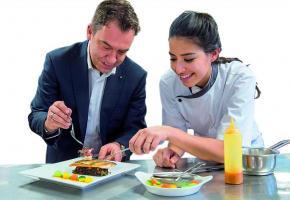 Gilles Meystre, Président de GastroVaud et Valentina Cavaliere. dr