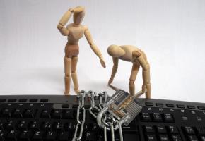 L'arnaque Locky rend les fichiers informatiques de ses victimes illisibles et exige une rançon pour y avoir à nouveau accès.