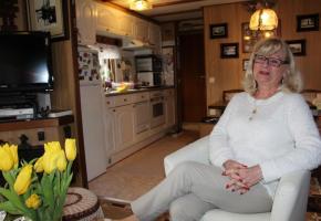 Yvette Helfer, qui veut depuis 3 ans en camping, ne regrette pas son choix. GRABET