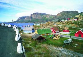Le village portuaire de Sisimuit, juste au nord du cercle polaire.