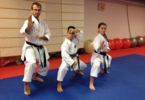 De gauche à droite: Jean-Marc Schedel (directeur du Comité d'organisation), Keni Schedel (13 ans), Mahyan Righetti (16 ans). WULLSCHLEGER