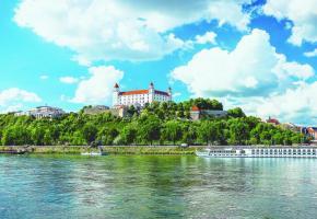 L'imposant château de Bratislava, capitale de la Slovaquie, surplombe avec majesté le Danube. PIXABAY