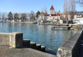 Ce nouvel endroit de baignade sera situé entre le premier pavillon des loueurs de bateaux sur la place du Port et le ponton de la Vierge du Lac. VERISSIMO