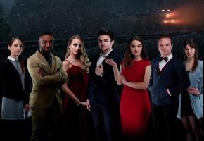 7 talentueux acteurs romands. En médaillon Noam Yaron, acteur et producteur de la série. DR