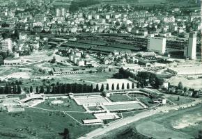 La piscine de Renens à son inauguration en 1969 (photo du haut) et aujourd'hui. DR