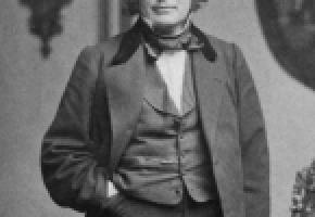Louis-Agassiz, inspirateur de nombreuses idéologies racistes possède une rue à son nom à Lausanne. En médaillon l'historien Hans Fässler. DR