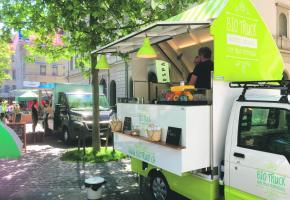 A l'inverse des Genevois les Lausannois plébiscitent leurs food trucks. Ici à la Riponne. DR