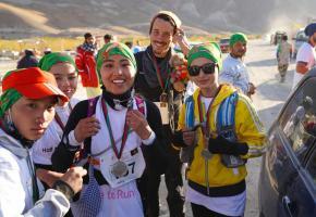 Andrea Münger et quelques-unes des participantes afghanes  à ce marathon pas vraiment comme les autres. DR