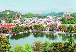 Ville sacrée abritant le fameux temple de la Dent, Kandy se distingue par son lac, qui en est la carte de visite. 123RF/ SAIKO3P