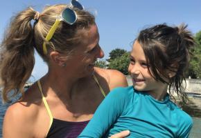 Carole Brülhart va traverser le Léman à la nage sur 14km pour mettre en lumière le trouble mal connu dont souffre son enfant. LAURENT GRABET