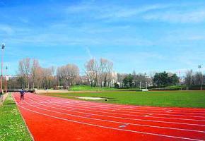 Après cinq mois de travaux, les sportifs peuvent à nouveau fouler la piste d'athlétisme du stade Pierre-de-Coubertin.