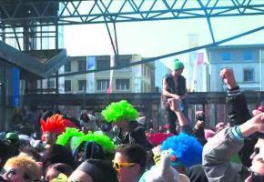 Noir de monde, le Flon a damé le pion au parc des Bastions genevois, passablement clairsemé. Photo de la vidéo officielle de la Flashmob. DR