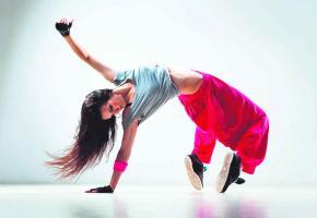 la Ville de Lausanne a décidé de réunir ses commissions de la danse et du théâtre en une commission unique des arts de la scène.