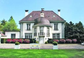 Une maison historique actuellement en vente du côté de Lonay.  DE RHAM SOTHEBY'S