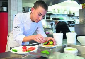 Samuel Menoud est apprenti de 2e année au restaurant Le Cinq à Lausanne.