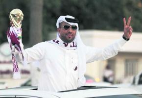 Heureux, les Qataris qui ont obtenu la Coupe du monde de foot de 2022, mais à quel prix?