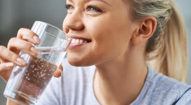 Boire 1,5 litre par jour est suffisant pour garder son corps bien hydraté. ISTOCK