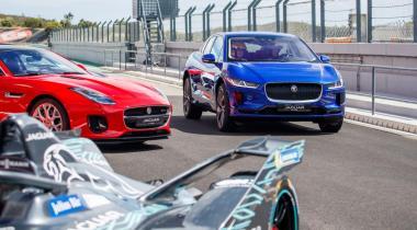 Chez Jaguar, la propulsion électrique n'efface pas le caractère que les amateurs apprécient: sportivité, capacités de franchissement, soin du design et des prestations, et options,  attractives.