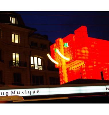 «L'Eléphant rouge», exposé au Grand-Pont 4, a été installé pour la première fois en 2016 lors de la fête des Lumières de Lyon. DR