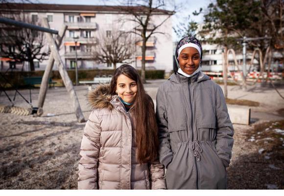 Lawthar, 12 ans, et Afifa, 13 ans, font partie de l'équipe de Malley en Fête, qui a mis en place le projet Une course pour une histoire. MISSON