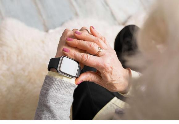 Une montre connectée peut permettre d'alerter les secours ou les proches en cas de problème. PIXABAY