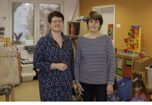 Françoise Aubert Longchamp, éducatrice, et Yasmin Agosta, directrice de la halte-jeux Rataboum, dans le quartier des Boveresses. MISSON
