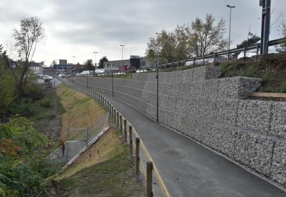 Une nouvelle piste garante de sécurité pour les cyclistes et les piétons. JCP