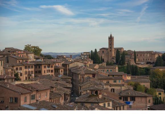 Les toits rappellent immédiatement l'architecture toscane. PIXABAY