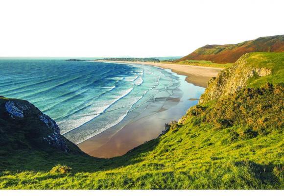Longer la côte permet de découvrir des paysages époustouflants. PIXABAY