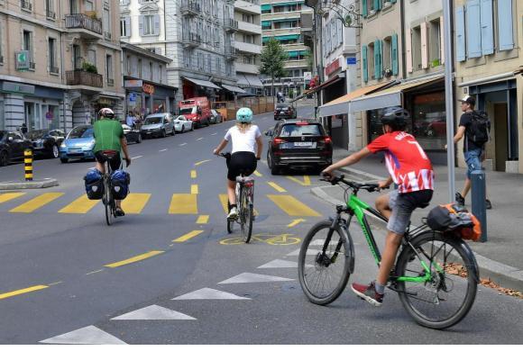La suppression de nombreuses places de parc, remplacées par des pistes cyclables, prétérite grandement les petits commerçants. VERISSIMO