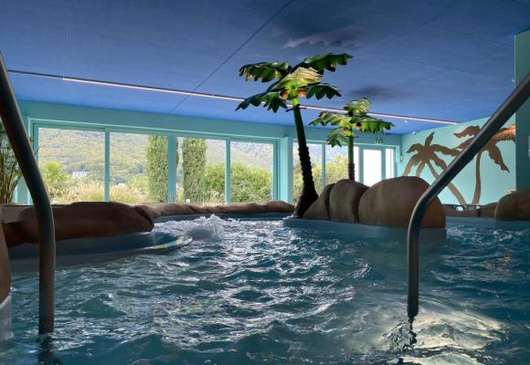 Le coin des adultes avec sauna et bain à remous. DR