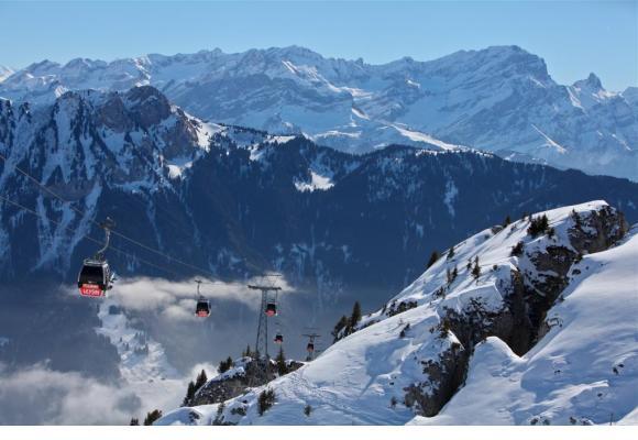 La région d'Aigle et ses montagnes forment un formidable terrain de jeu pour des vacances ressourçantes. DR