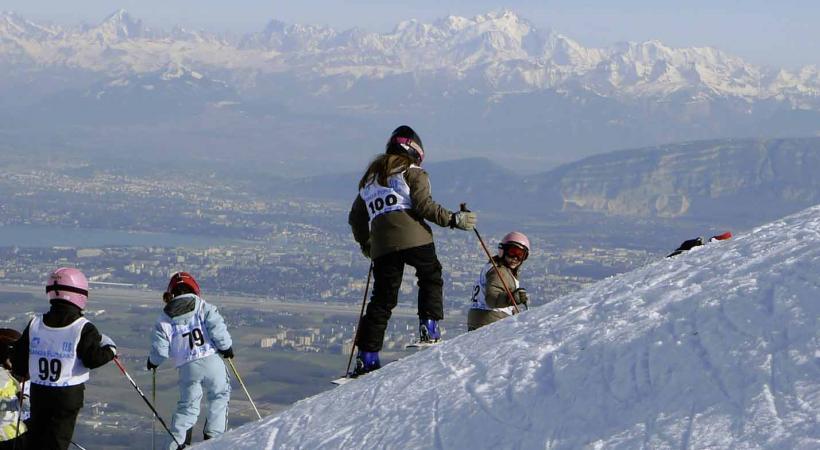 Monts-Jura est aussi un magnifique belvédère qui offre une vue splendide sur Genève et les Alpes.
