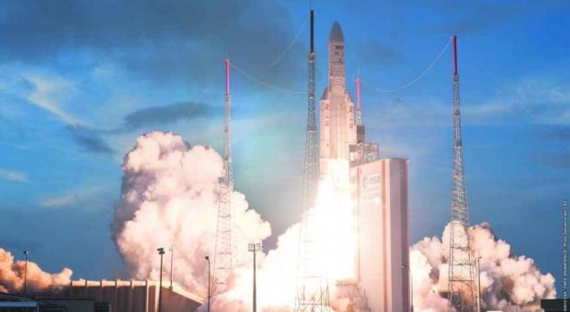 Spectaculaire décollage de la fusée Ariane 5 depuis le Centre Spatial Guyanais à Kourou
