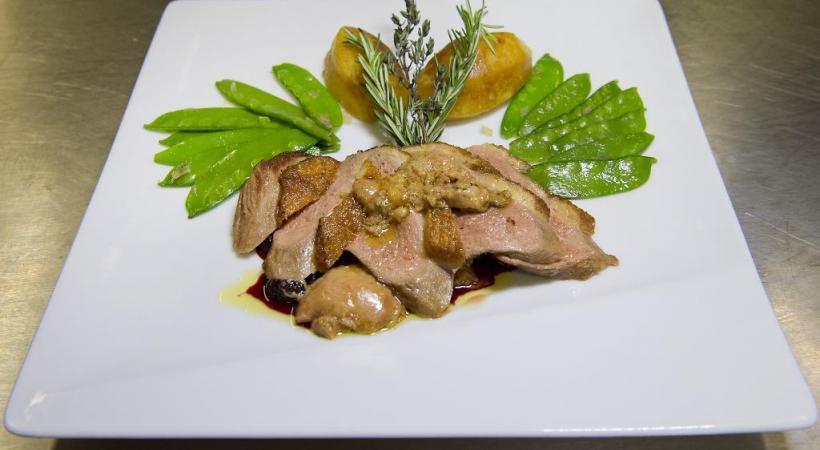 Magret de canard au foie gras