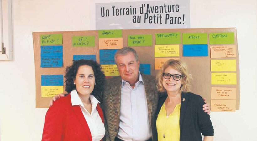 De g. à d.: Estelle Papaux, cheffe du Service de la jeunesse et des loisirs (SIL), Daniel Kohlbrenner, adjoint de direction à la FASL et Delphine Corthésy, cheffe de projet au SIL, lors de la séance du 15 septembre. Misson