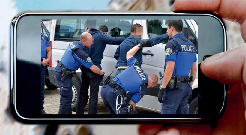 Le copwatching, c'est la surveillance de la police de rue par des citoyens ordinaires.