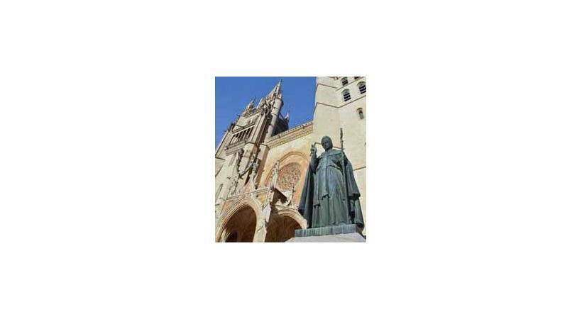La cathédrale de Mende  au style gothique flamboyant. CYR