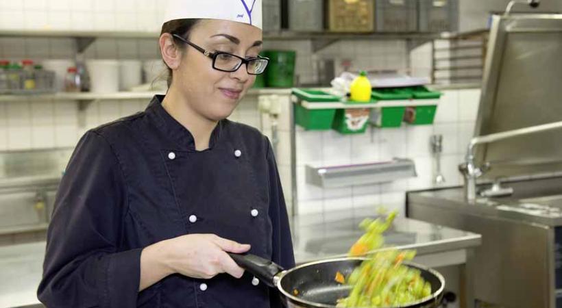 Joana De Pinho Gomes, apprentie au Buffet de la Gare
